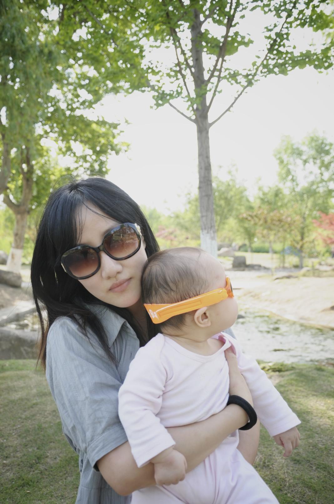 MRHUA博客 家有两美女,我左拥右抱!(照片+视频)